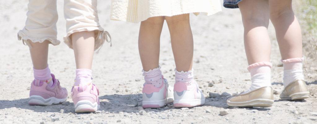 어린 아이들의 아치형 발 : 많은 부모의 불안