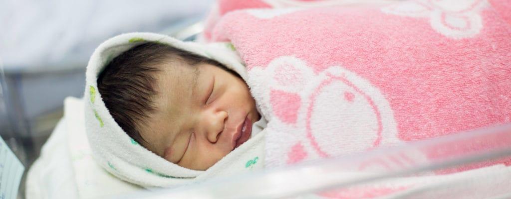 新生児はどのようにスクリーニングされますか?