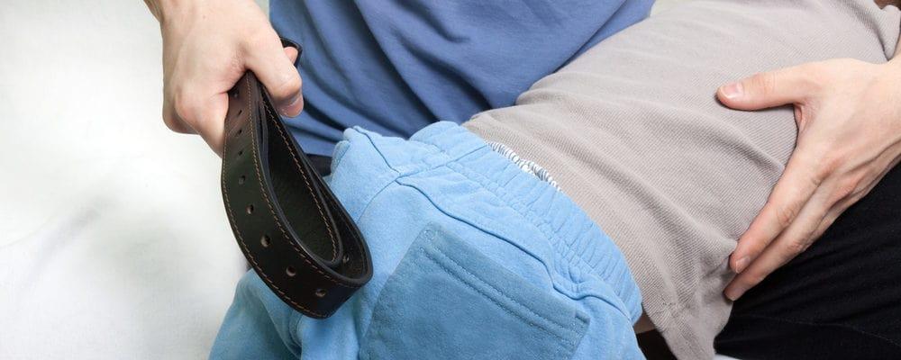 아이의 엉덩이를 치십시오 : 잘못된 가르침