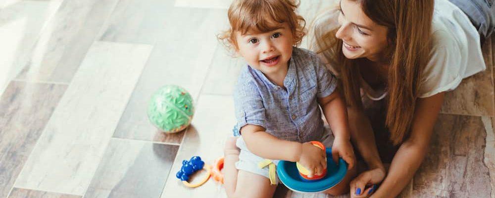 طفل يبلغ من العمر عامين: كيف تتطور المرحلة الأساسية؟