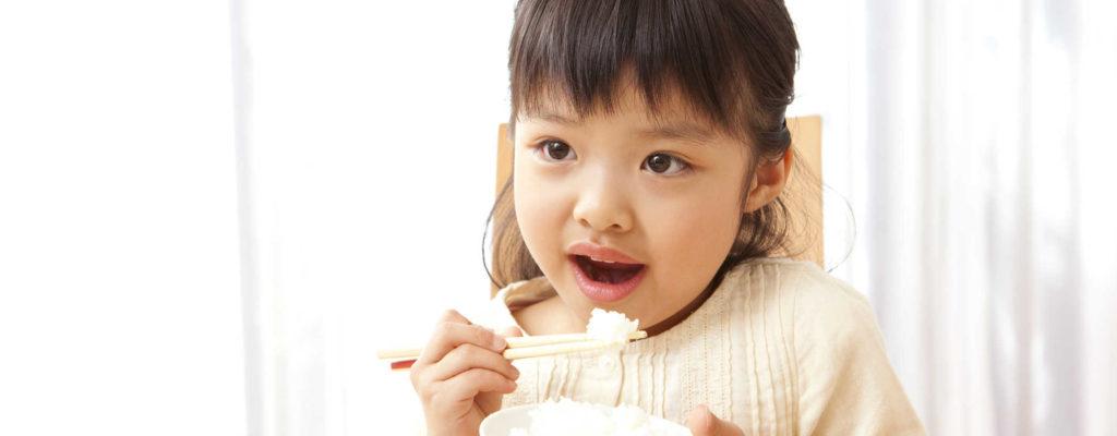 هل يجب أن يأكل الأطفال كميات أقل من الدهون أم تزيد؟