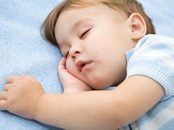 孩子們在睡覺時會磨牙-正常或異常的跡像是什麼?