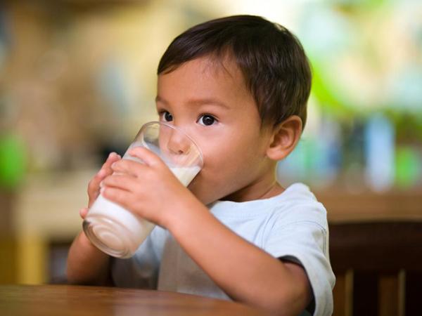 子供たちがうまく体重を増やすためには、冷たいミルクの流れが必要です