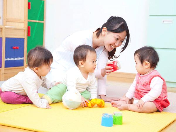 赤ちゃんの知性を刺激するクラスを選ぶのに役立つ5つの方法