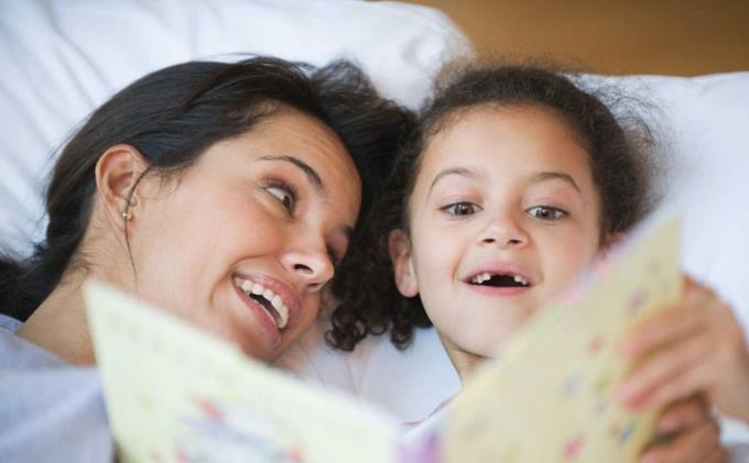 あなたを驚かせるかもしれない10の毎日の赤ちゃんのストーリーテリングの利点