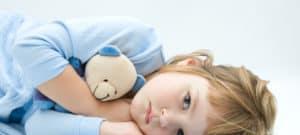 ライ症候群では、子供は肝臓や脳の損傷を受けやすくなります