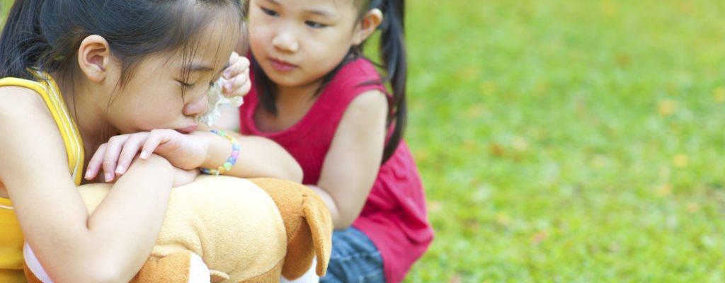 자녀에게 사과하도록 가르치십시오 : 생각은 쉽지만 쉽지는 않습니다