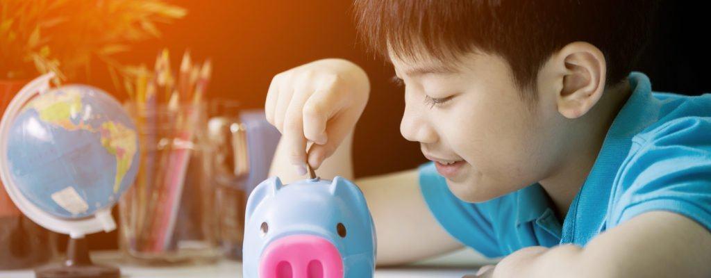 あなたの子供が効果的にお金を使うのを助けるための10の場所