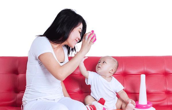 12 bambini cercano sempre di parlare con le loro madri