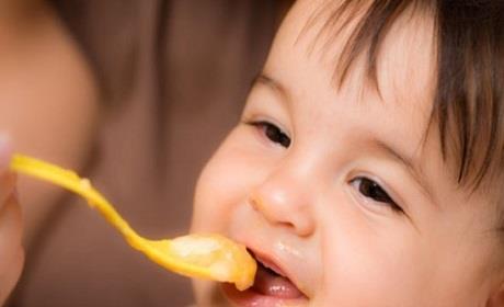Nutrire il tuo bambino: 5 problemi da sapere